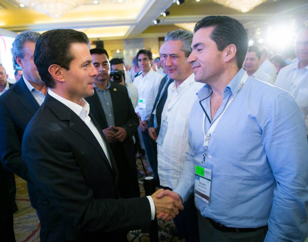 Eduardo Osuna, Director General de Bancomer con el presidente Enrique Peña Nieto en la Inauguración de la Convención Nacional Bancaria