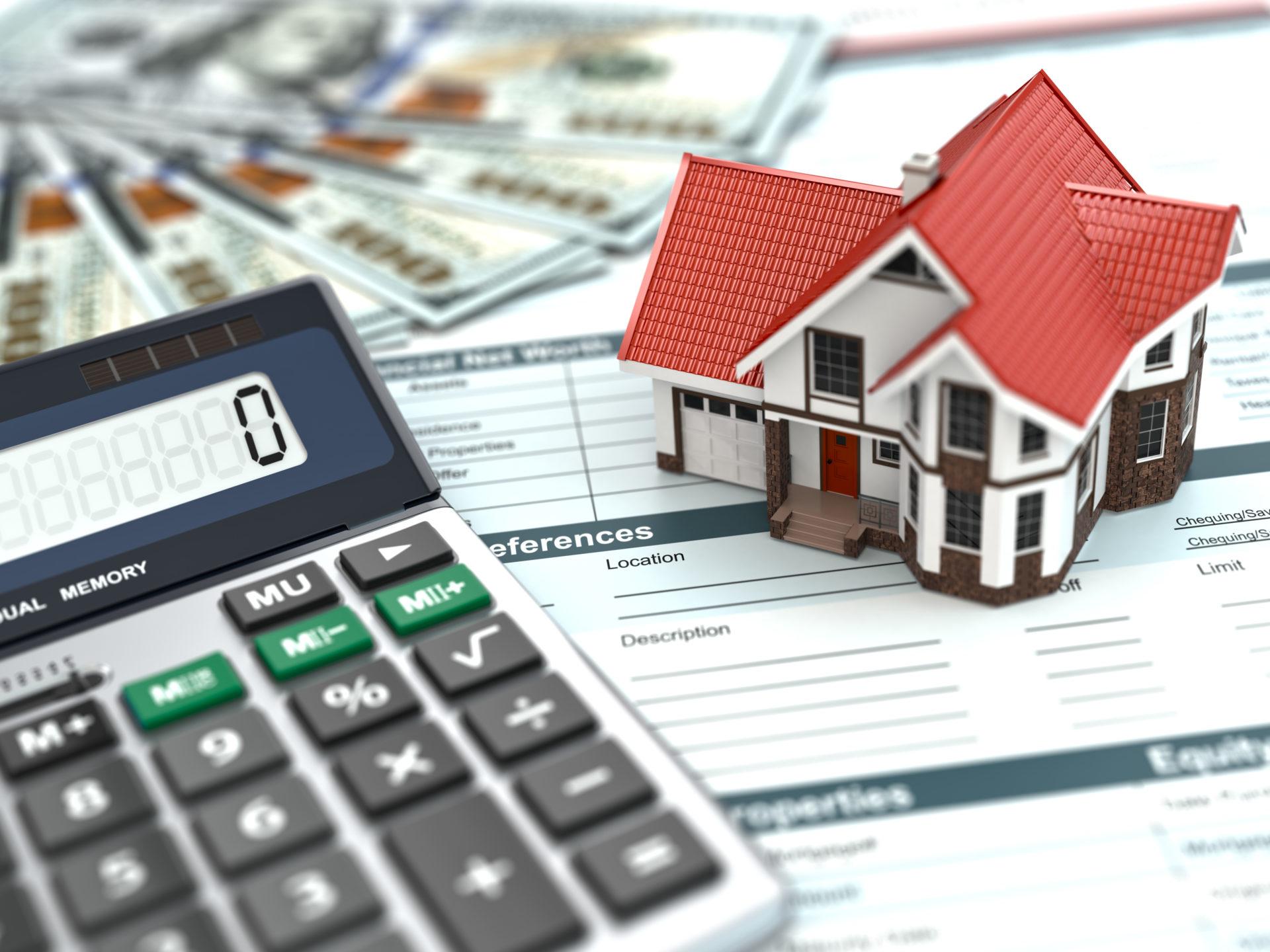 Fotografía de una calculadora y casa