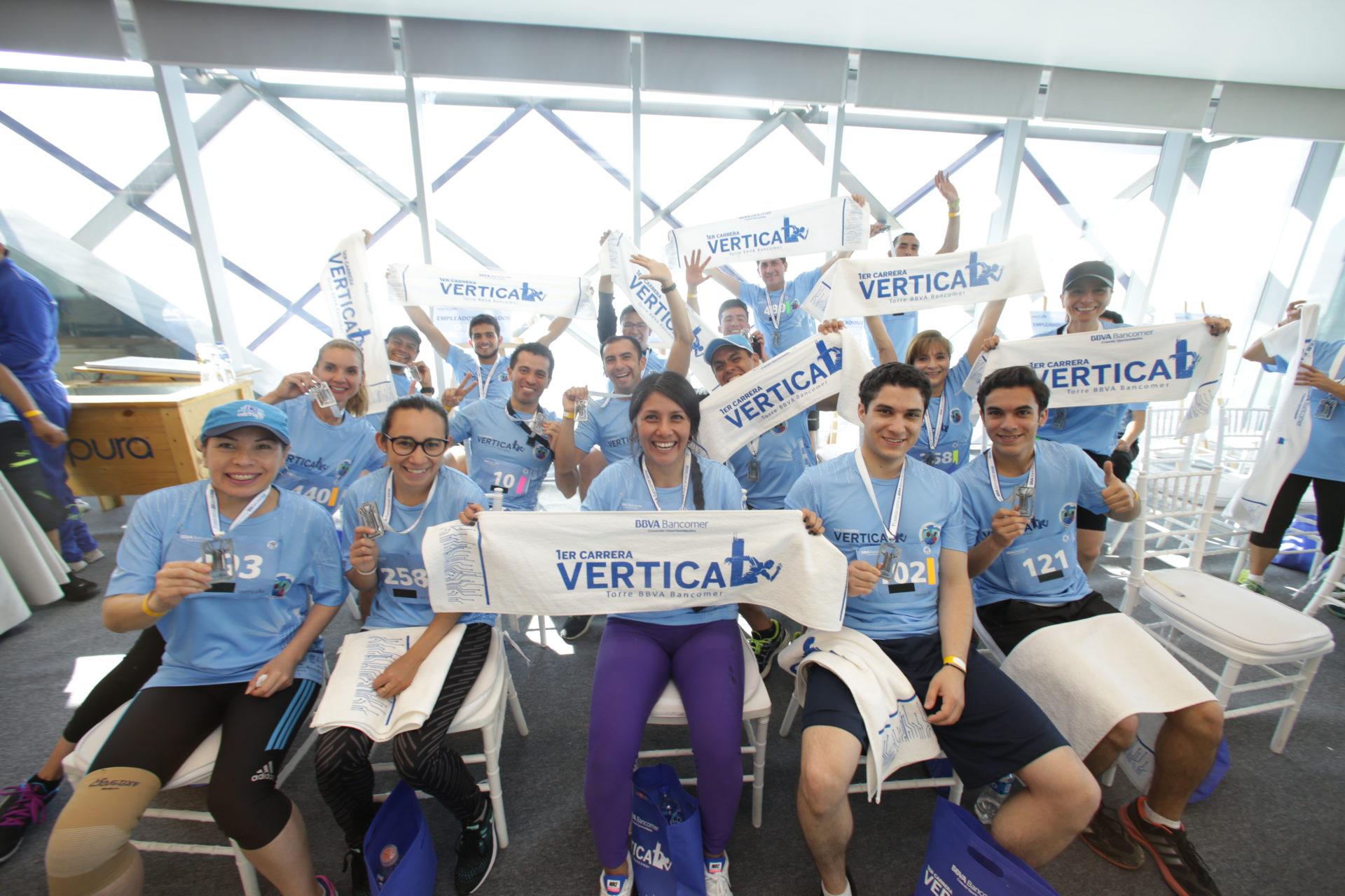 Ganadores previo a la premiación Carrera Vertical Torre BBVA Bancomer