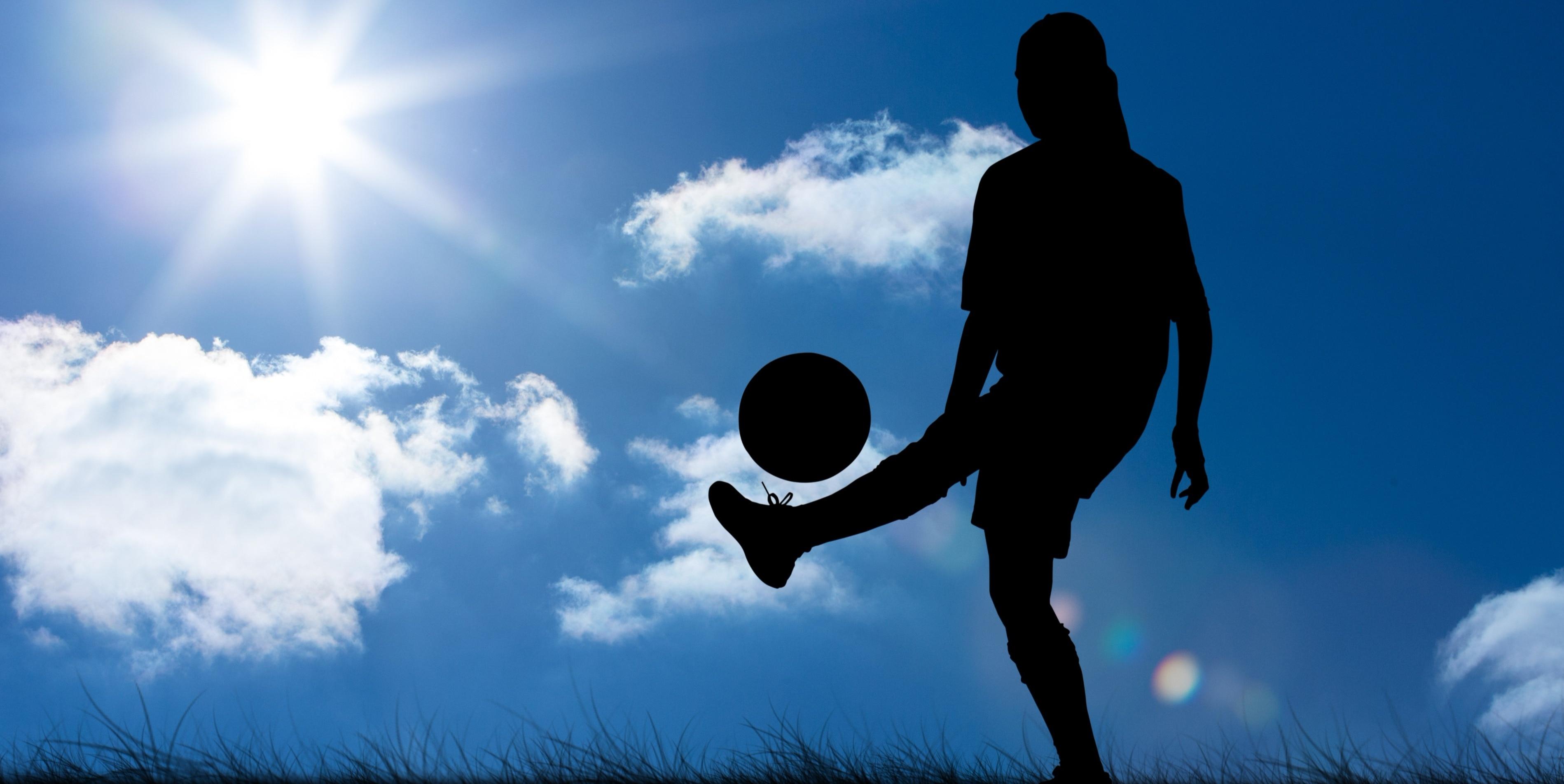 Día de la Mujer: el fútbol femenino y su pase gol por la igualdad   BBVA