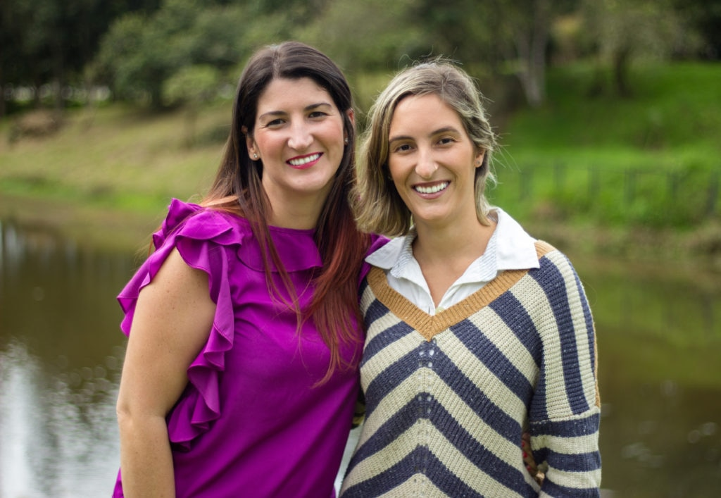 Juanita y Carolina Isaza mujeres emprendedoras con un negocio de niñeras en Colombia