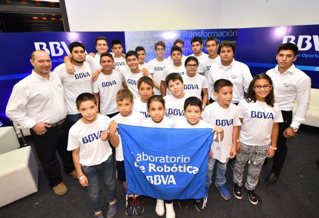 Niños del laboratorio de robótica de BBVA Paraguay en Festechpy