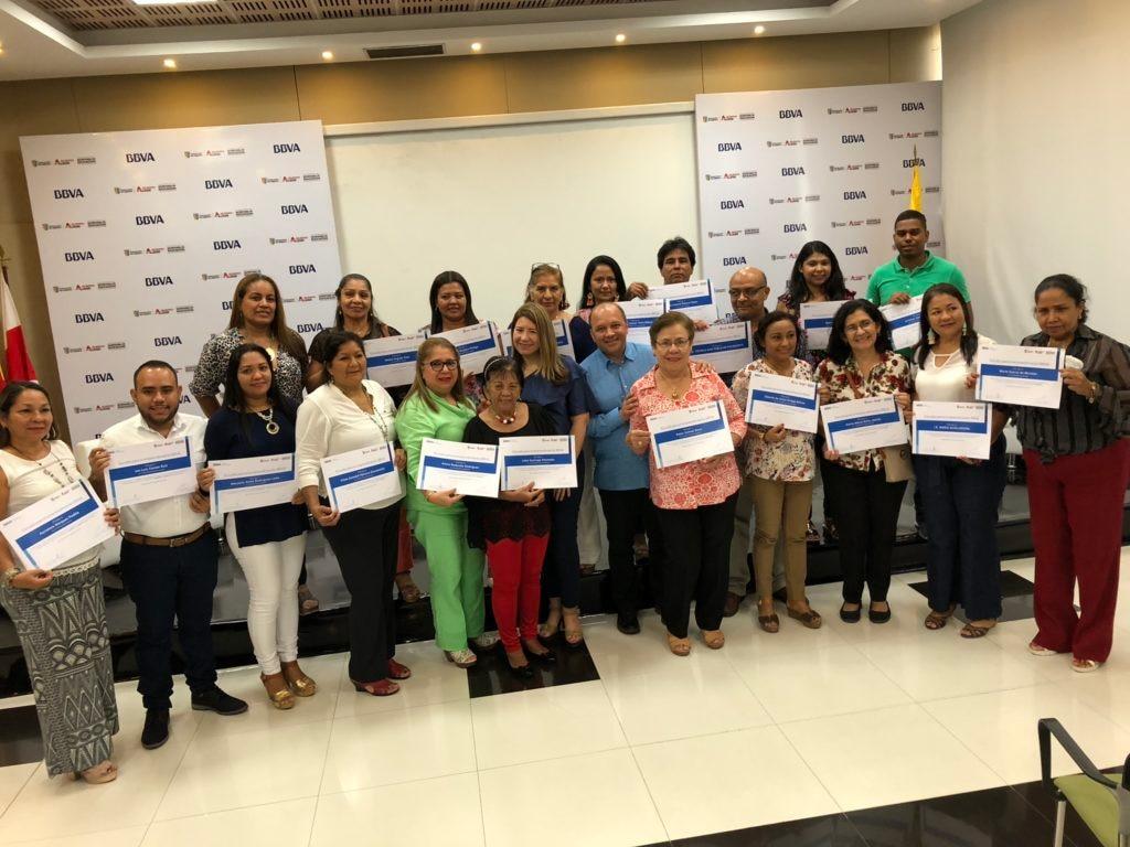 Reconocimiento-a-los-docenteS-de-Barranquilla-por-el-programa-'Escuela-para-el-Emprendimiento'-de-BBVA