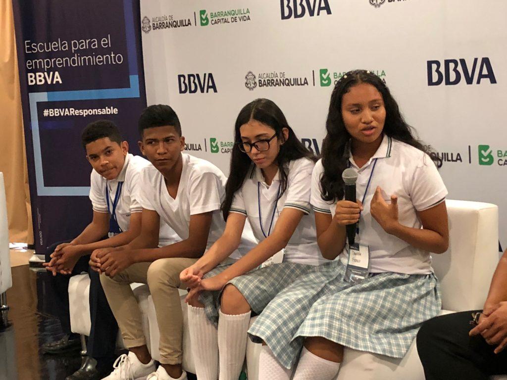 Jóvenes-beneficiados-por-el-programa-'Escuela-para-el-emprendimiento-de-BBVA