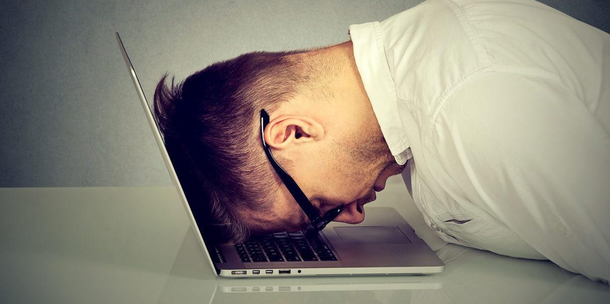 ordenador, trabajo, trabajador, cansado, desesperado recurso bbva