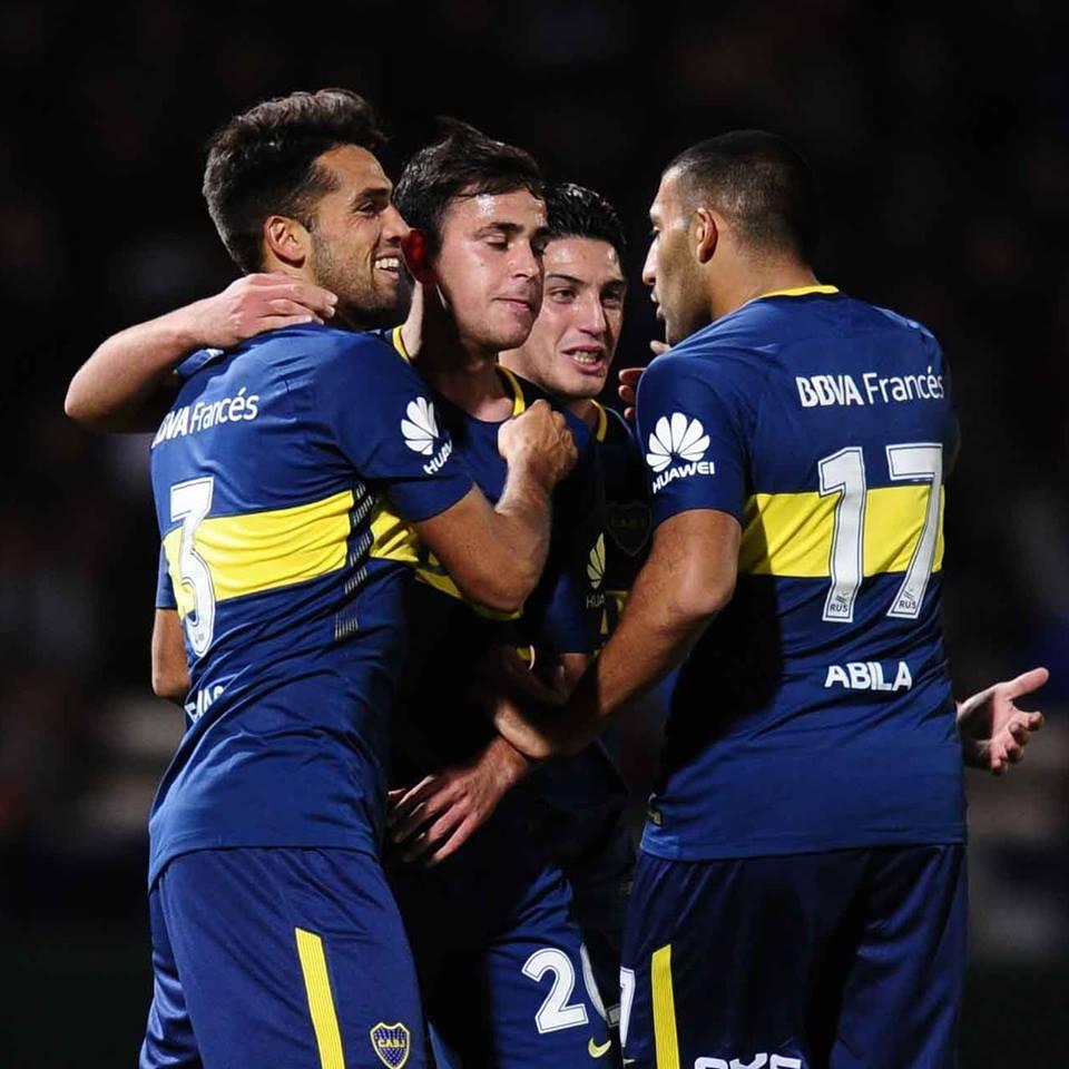 Los jugadores de Boca festejan el único gol del partido