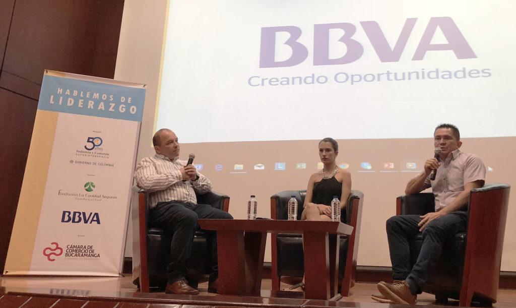 Mauricio-Flores-director-de-responsabilidad-corporativa-de-BBVA-acompañado-de-Samanta-Silva-y-Giovanni-Monsalve-de-la-UIS
