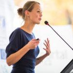 mujer-pitch-open-talent-publico-discurso-evento-bbva