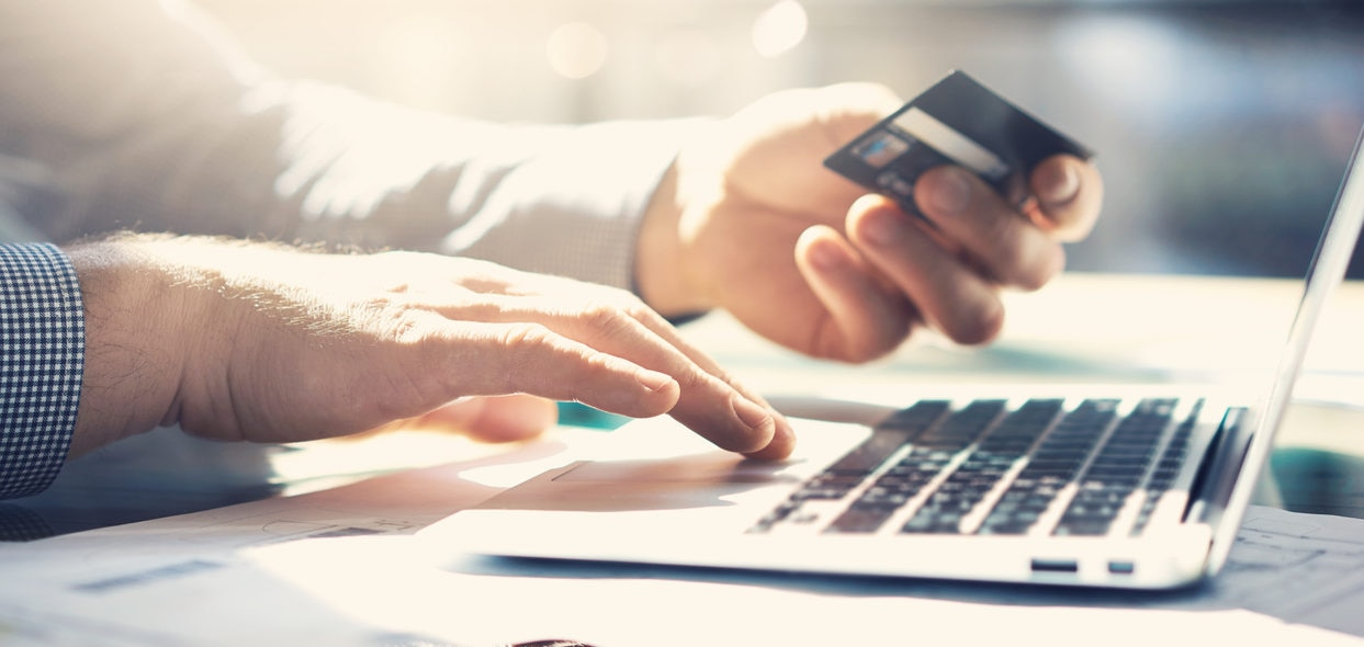 ¿Se puede adelantar pagos de meses sin intereses?
