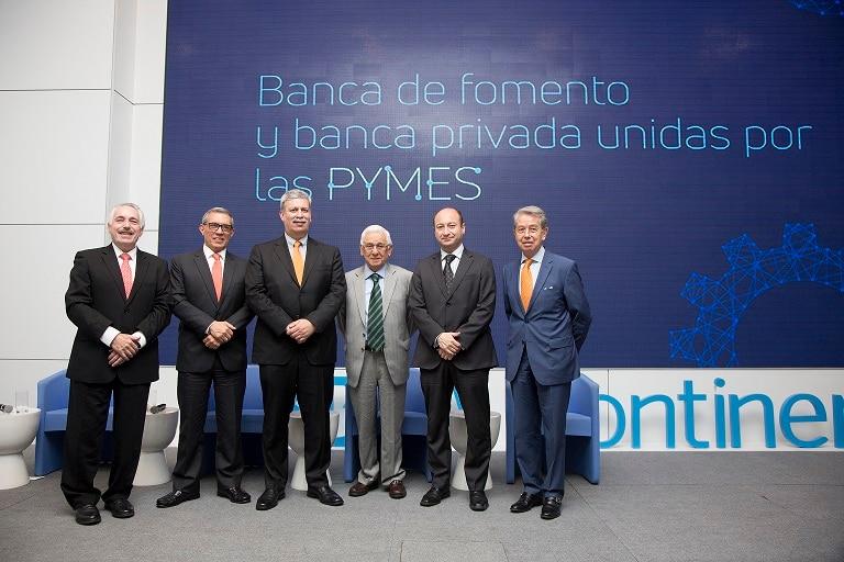 Panel de banca de desarrollo en Seminario de Lima.