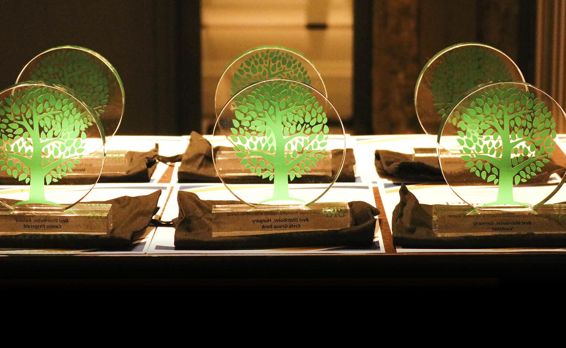 Fotografía de trofeos Structured Retail Products SRP BBVA