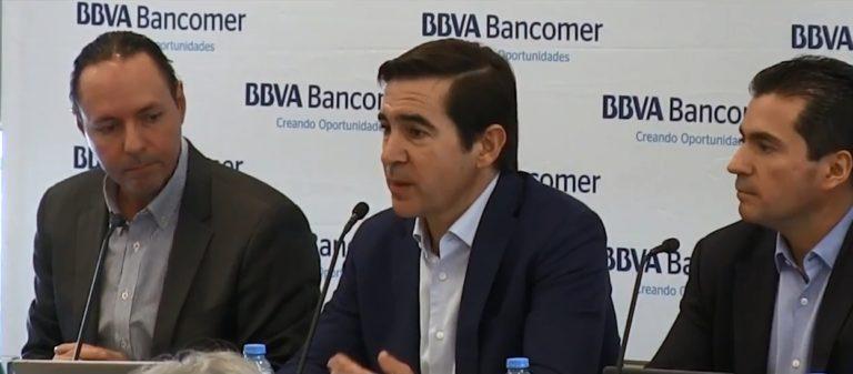 Fotografía de Carlos Torres Vila durante la presentación en México de la primera plataforma de banca móvi desarrollada globalmente.