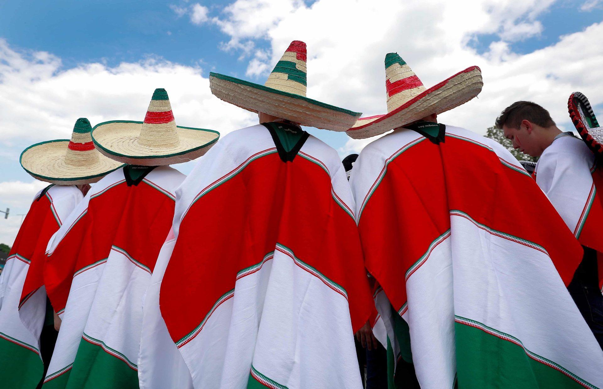 EFE México ponchos bandera gorro mexicano recurso BBVA
