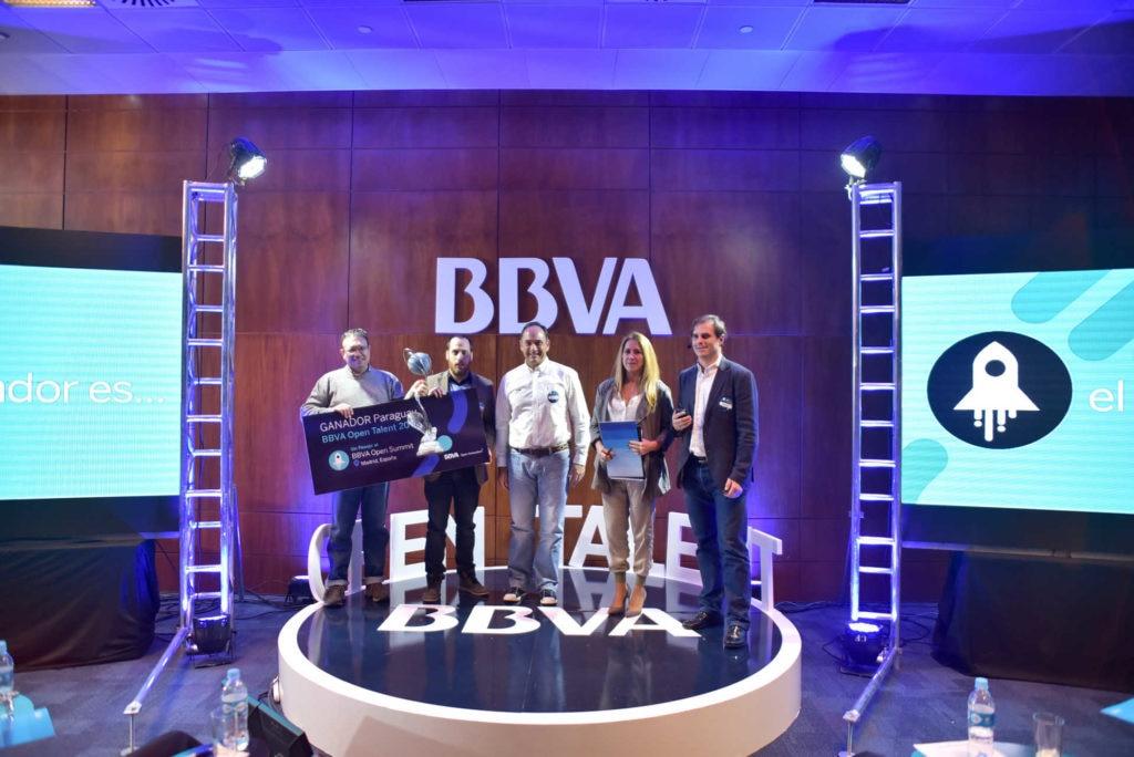 Entrega de Premio a Startup MOMO, ganadora de Open Talent Paraguay