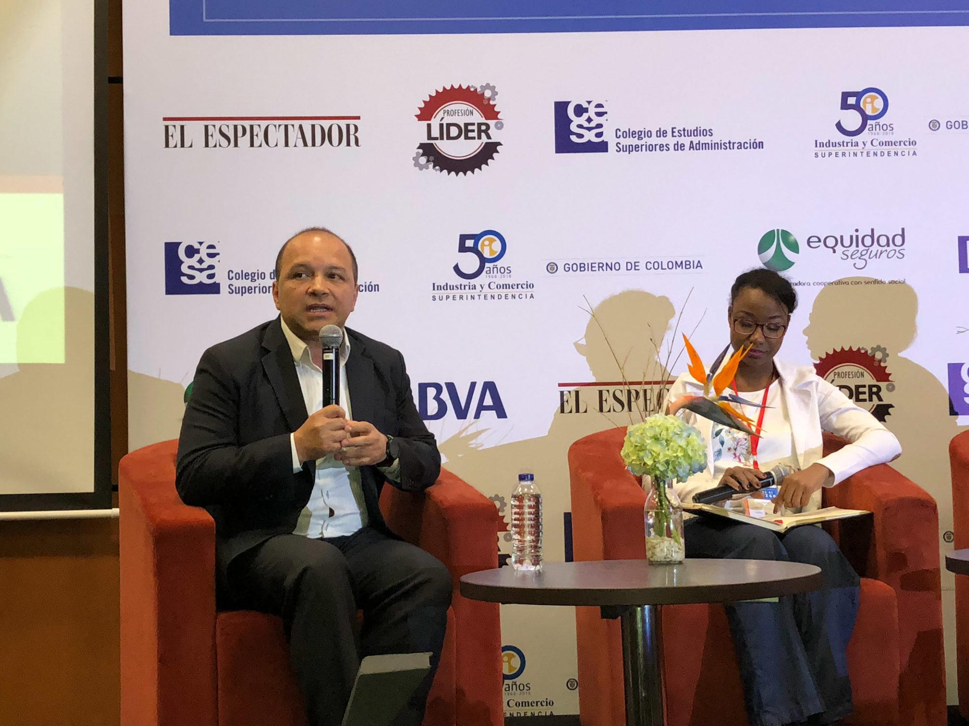 Mauricio Flores, director de Responsabilidad Corporativa de BBVA Colombia, participa en en el conversatorio Educación incluyente, generadora de liderazgo social,