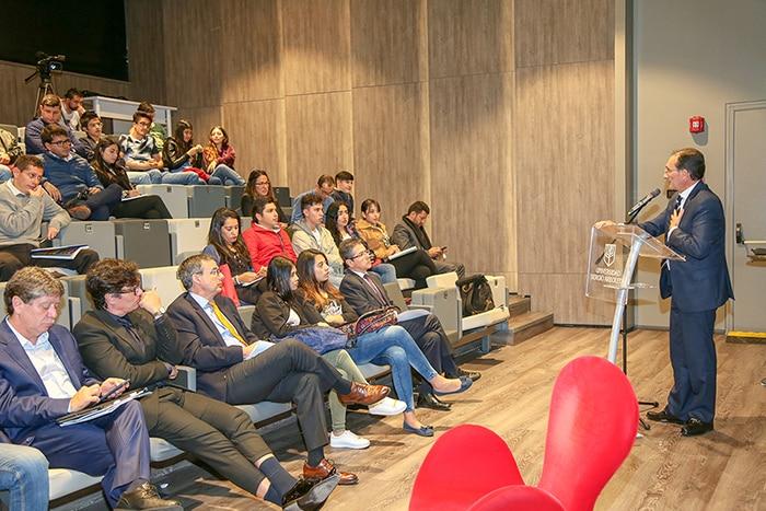Jorge Hernández, vicepresidete de talento y Cultura de BBVA Colombia en foro de la Universidad Sergio Arboleda