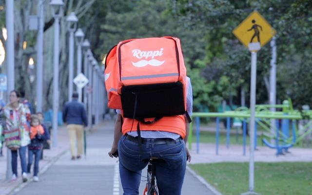 Fotografías de Rappitendero en su bicicleta recorre la ciudad