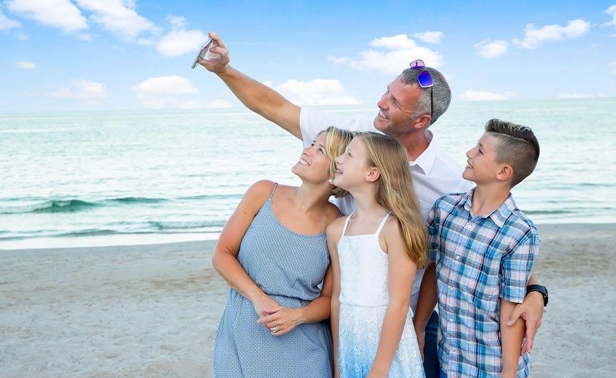 familia playa azul verano mar disfrutar vacaciones descanso seguridad recurso bbva