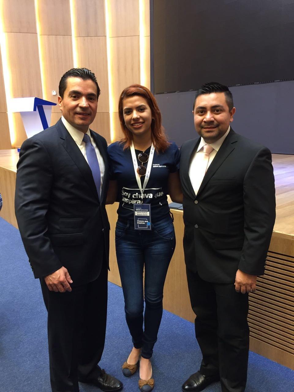 Becaria de la Fundación BBVA Bancomer con Eduardo Osuna