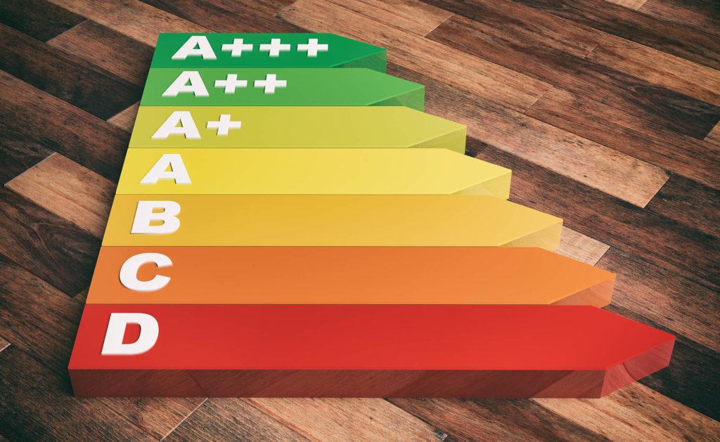 Fotografía de colores, escala, letras, abecedario, madera, flechas, energía, eficiencia, etiquetas