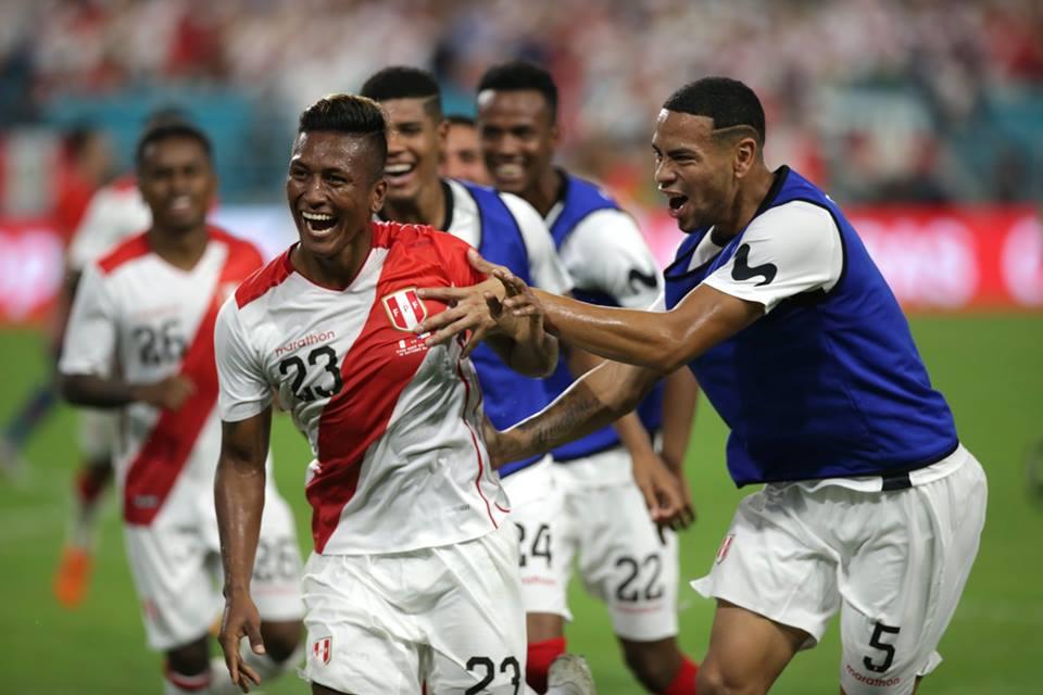 Perú goleó 3-0 a Chile con dos tantos de Pedro Aquino