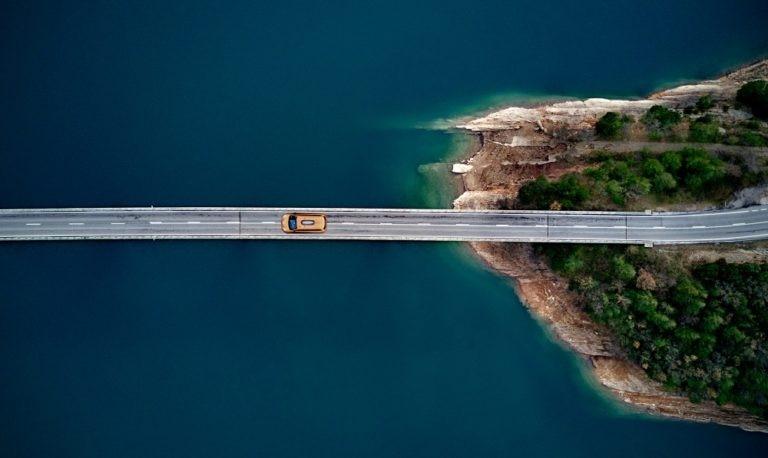 coches hibridos viaje viajar electrico gasolina carburante conduccion alquiler co2 recurso bbva
