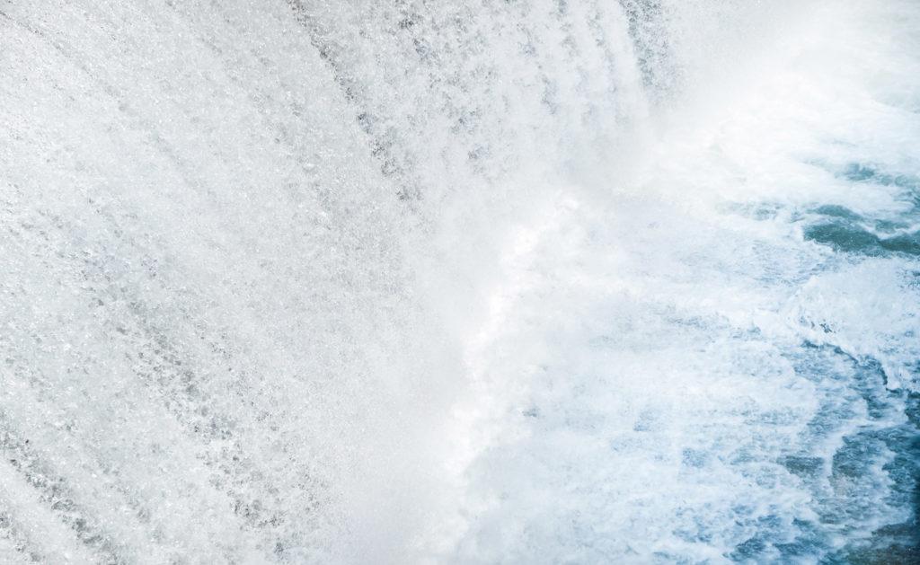 Fotografía de Cascada, agua, paisaje, medio ambiente, luz, gotas, sostenible