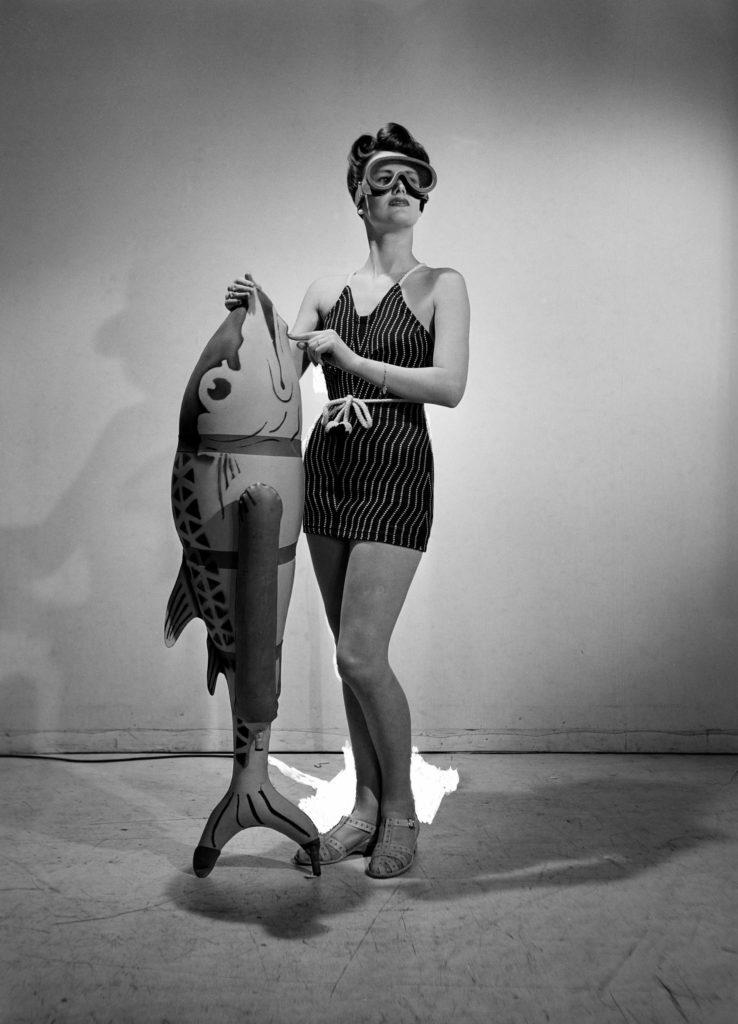 LM,Bathing Feature,Vogue Studio,London,England,1941