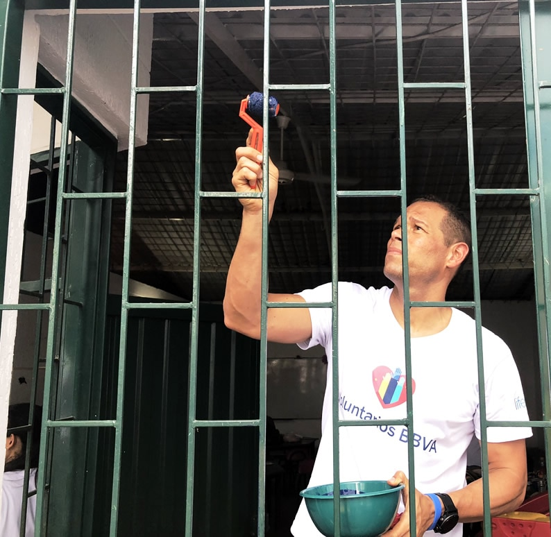 Óscar Córdoba como voluntario en Melgar