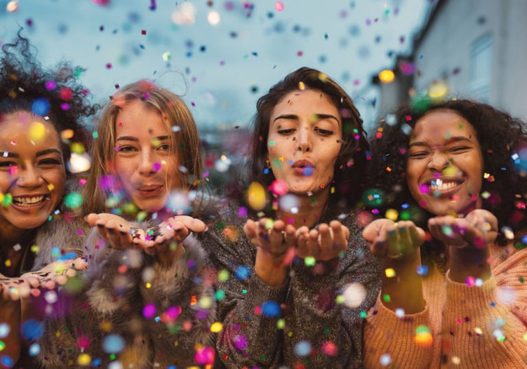 millennial-fiesta-confeti-juventud-joven