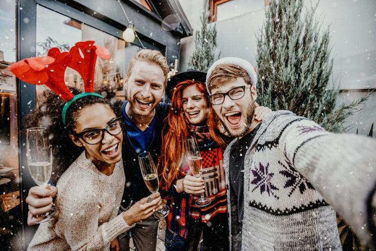 millennial-fiesta-confeti-juventud-joven-navidad