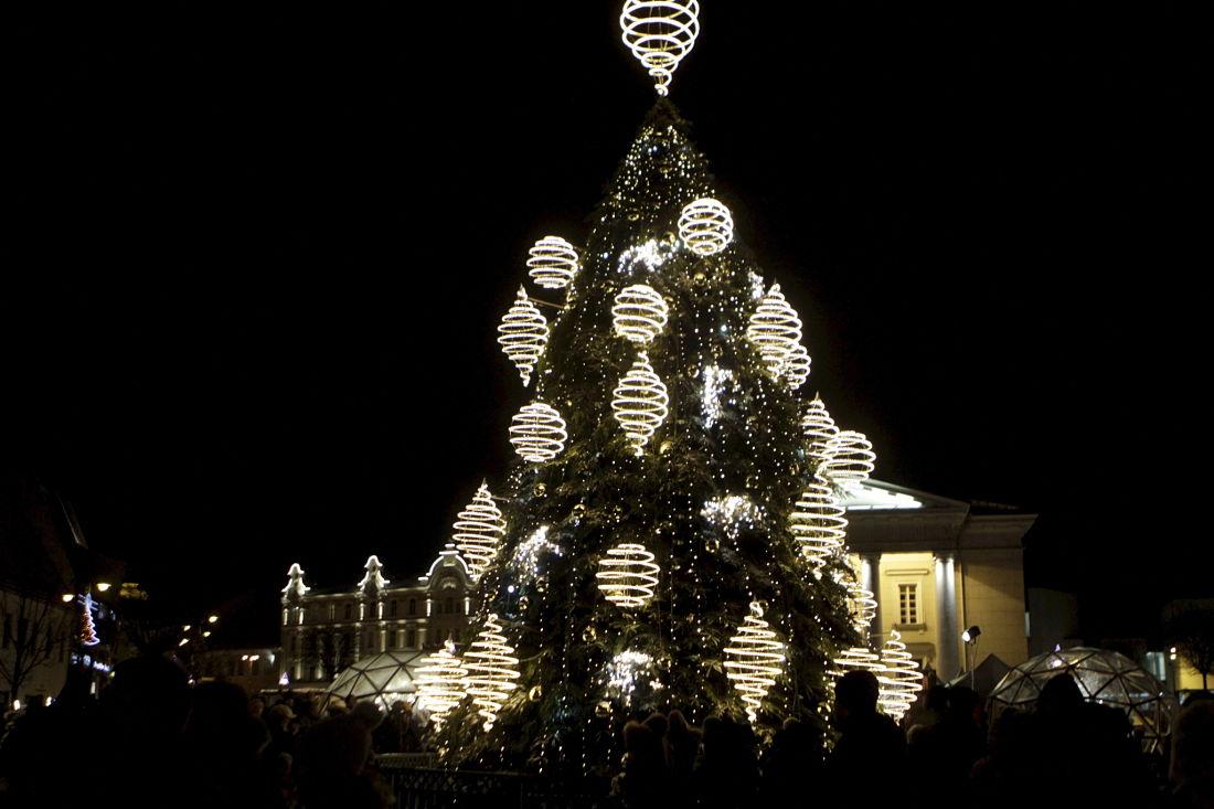 EFE-arbol de-navidad-papá noel-luces-diciembre-fiestas-BBVA-recurso