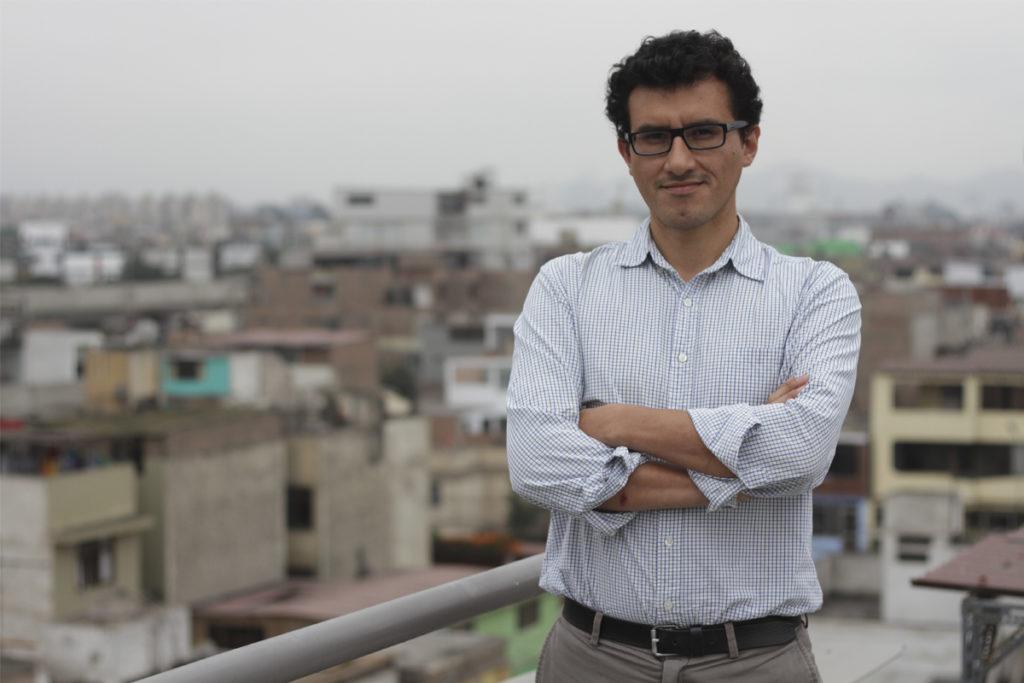 Marco Avilés, periodista y escritor peruano.