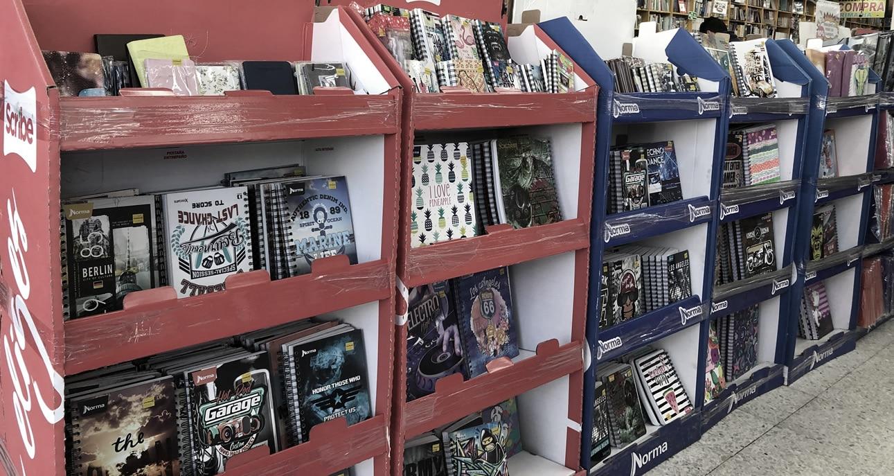 Familias colombianas se dedican a la compra de útiles escolares al inicio del año