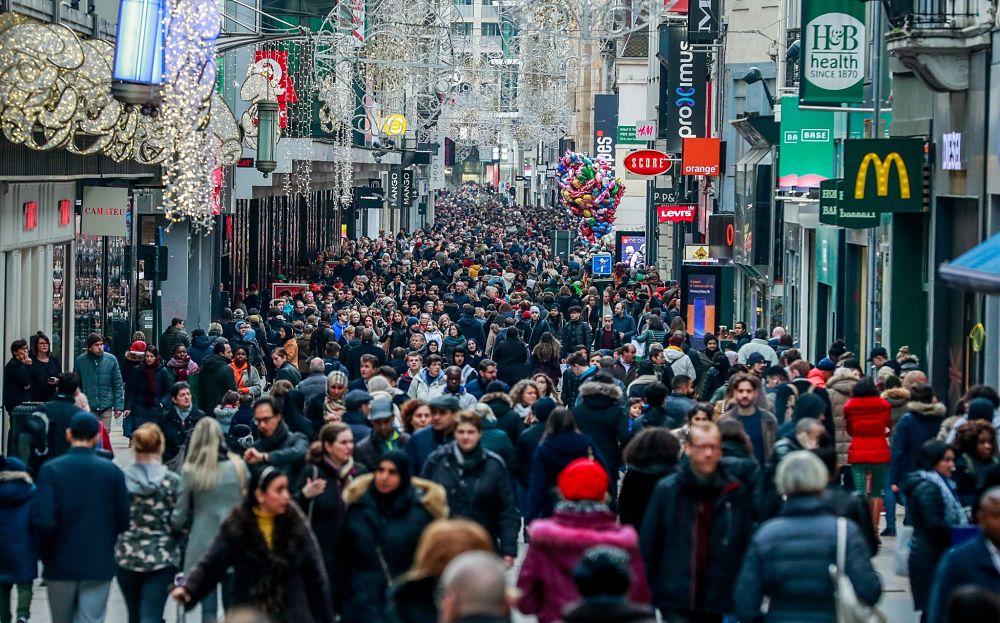 EFE-aglomeracion-gente-personas-calle-ciudad-recurso-bbva