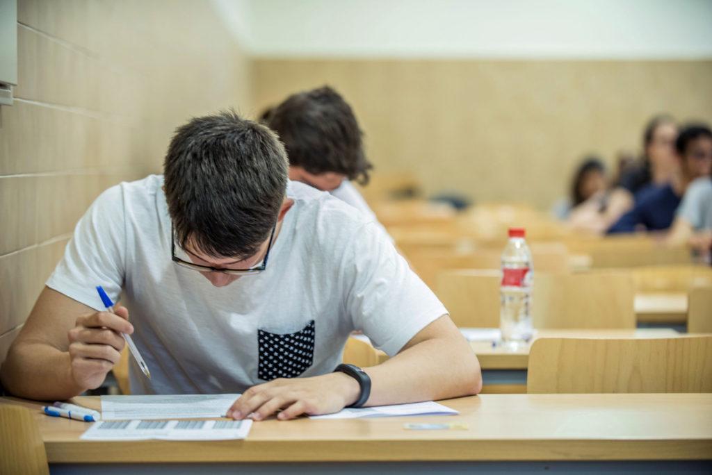 EFE-Examenes-Jovenes-Futuro-Formacion-Recurso-BBVA