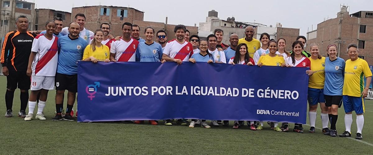 BBVA Continental promueve la igualdad de género a través del fútbol