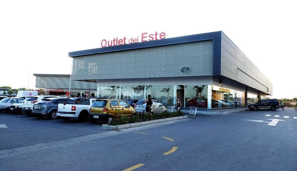 """BBVA Uruguay continúa su alianza y el apoyo al creciente mall denominado """"Polo del Este"""". Se trata de un emprendimiento inmobiliario, un distinguido centro comercial de seis hectáreas que se encuentra en la Ruta 39 y el Anillo Perimetral, dentro del departamento de Maldonado."""