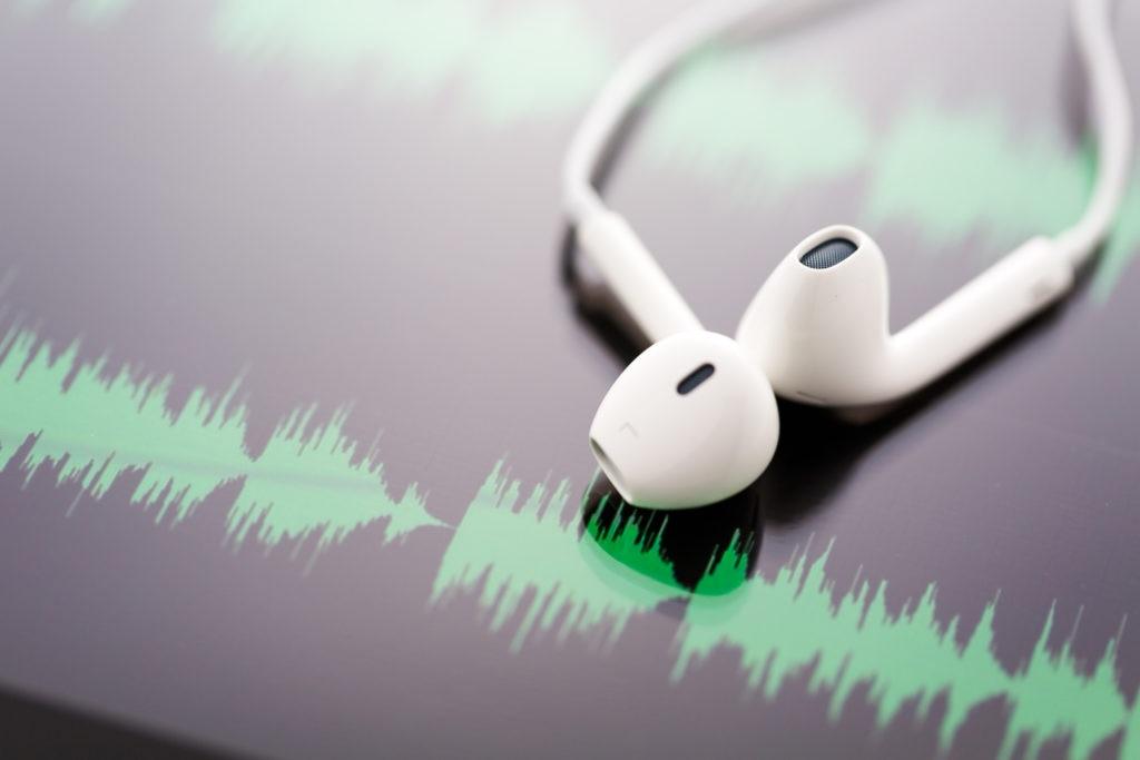 cascos-musica-dia-internacional-radio-podcast-bbva