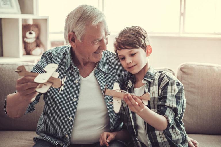 pension abuelo generaciones familia niño bbva recurso