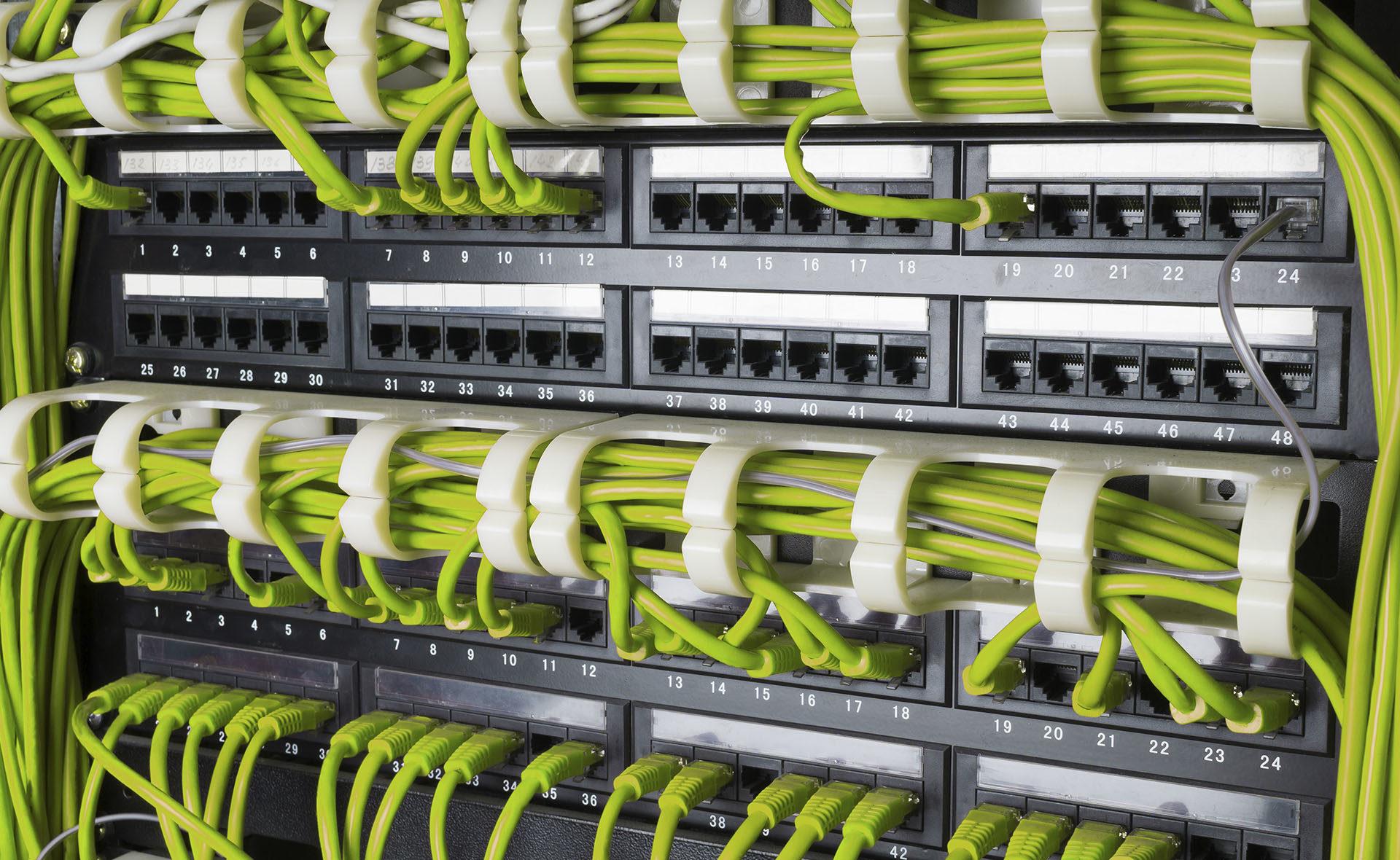 Fotografía de telecomunicaciones, cables, enchufes tecnología, verde, sostenible