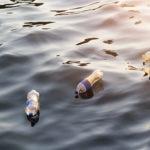 dia-mundial-agua-ahorro-consumo-sostenibilidad-medioambiente-botella-plastico-mar-oceanos-cuidado-naturaleza-planeta-contaminacion-potable