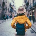 turismo-mujer-chica-barcelona-viaje-recurso-bbva