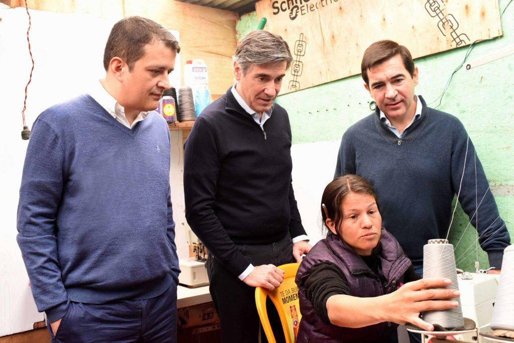 Fotografía de El presidente de BBVA, director general de la FMBBVA, presidente ejecutivo de Bancamía y Jéssica Hernández