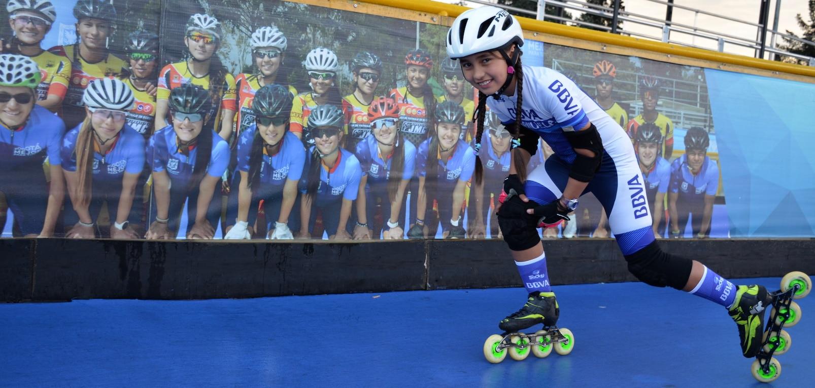 Manuela Rodríguez, es patinadora patrocinada por BBVA y tiene apenas 10 años.