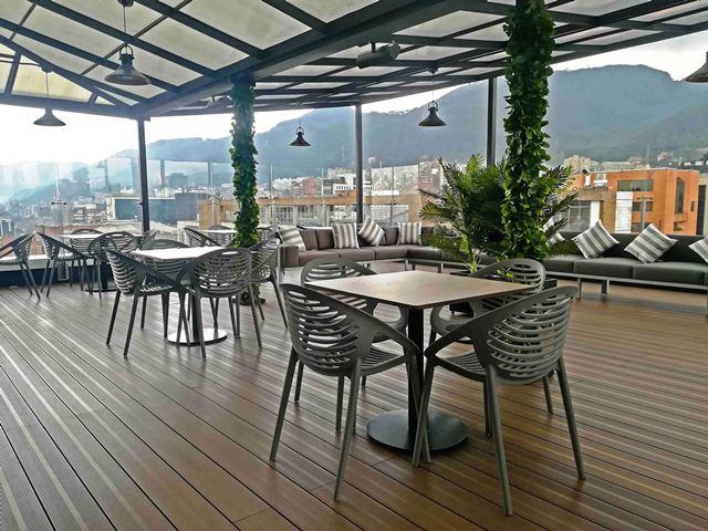 Terraza del último piso del edificio renovado de BBVA Colombia