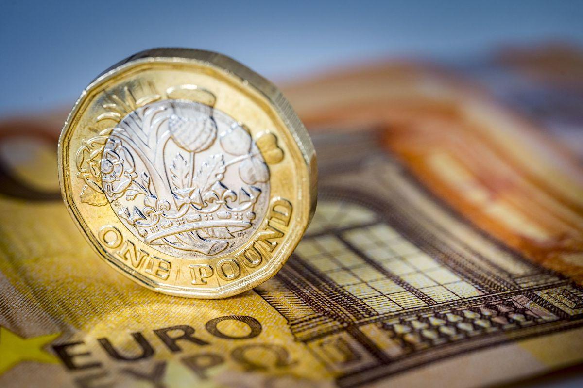 monedas-libra-euro-brexit-coins-finanzas-ahorro-inversion-dinero-recurso-bbva