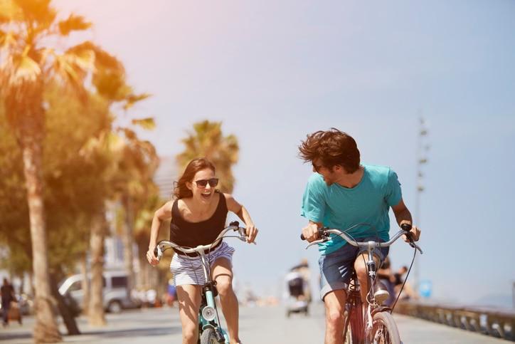 verano-jovenes-millennial-joven-biciclata-sol-recurso-bbva