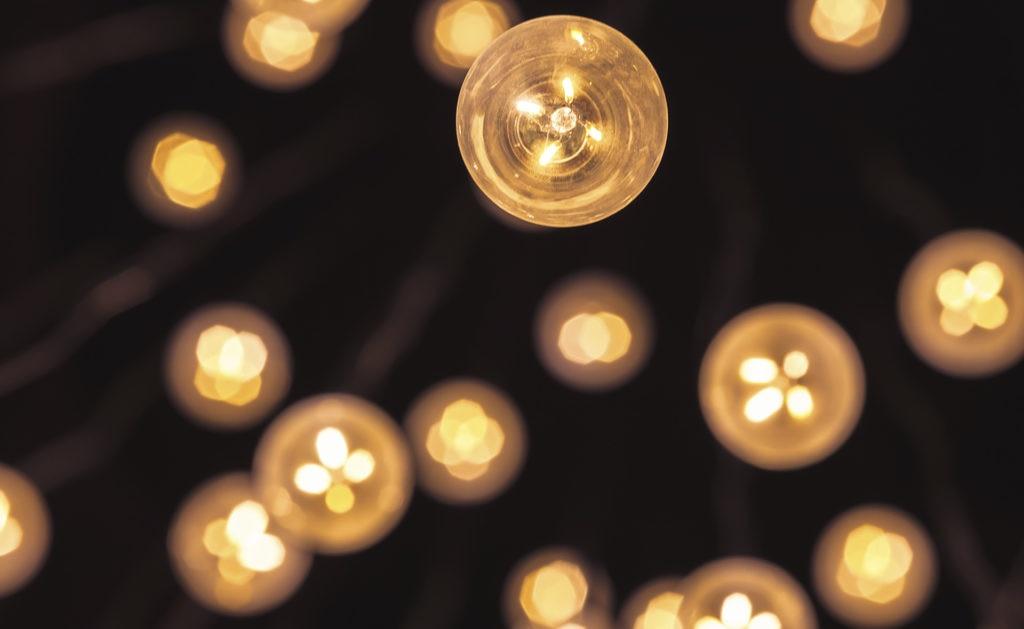 'bajo LED Cómo o de ahorrar luzbombillas consumo' j5A34RL