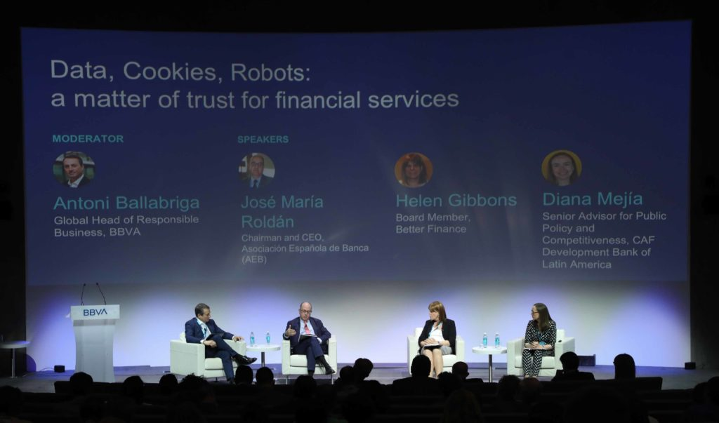 BBVA Edufin Summit 2019_mesa redonda data cookies chatbots